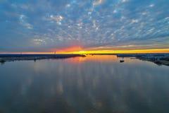 Ideia aérea do por do sol sobre o Rio Delaware Philadelphfia fotos de stock