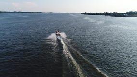 Ideia aérea do prazer que pesca o barco o Rio Delaware Philadelphfia da velocidade vídeos de arquivo