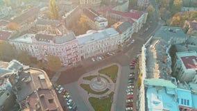 Ideia aérea do quadrado de Ekaterininskaya com o monumento de Catherine II o grande em Odessa filme
