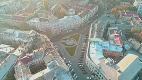 Ideia aérea do quadrado de Katerynynska com o monumento de Catherine II o grande em Odesa filme