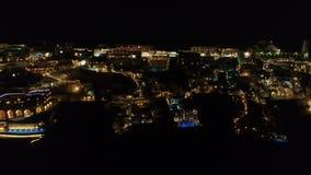 Ideia aérea do recurso grego famoso Thira na noite filme