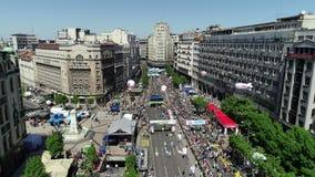 Ideia aérea do revestimento da maratona 2018 de Belgrado video estoque