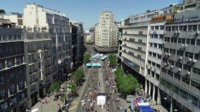 Ideia aérea do revestimento da maratona 2018 de Belgrado filme