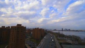 Ideia aérea do tráfego de Brooklyn New York vídeos de arquivo