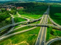 Ideia aérea do verão das estradas transversaas fotos de stock royalty free