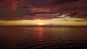 Ideia aérea do zangão do nascer do sol impetuoso na temporada de verão italiana do custo vídeos de arquivo