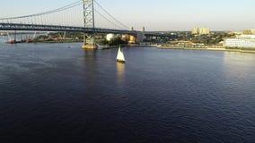 Ideia aérea do zangão do PA alto do Rio Delaware Philadelphfia do navio video estoque