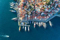 Ideia aérea dos barcos, dos yahts, do navio de flutuação e da arquitetura Fotos de Stock Royalty Free