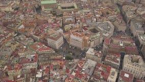 Ideia aérea dos quartos de Nápoles Voo do zangão sobre as ruas e as casas estreitas do quarto espanhol vídeos de arquivo