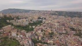 Ideia aérea dos quartos de Nápoles Voo de um zangão sobre Nápoles vídeos de arquivo