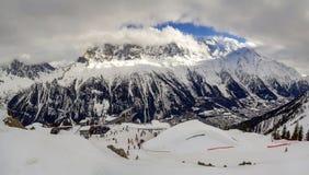 Ideia aérea excitante do pico de montanha de Mont Blanc no cov dos cumes Fotos de Stock