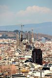 Ideia bonita da arquitetura da capital Catalan de Barcelona dos montes circunvizinhos fotografia de stock