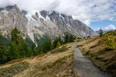 Ideia bonita da cordilheira de Mont Blac perto de Courmayeur, Itália Foto de Stock