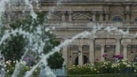 Ideia bonita de espirrar a fonte e o palácio de Luxemburgo, atrações em Paris vídeos de arquivo