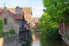 Ideia clássica das canaletas de Bruges. Bélgica fotos de stock