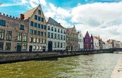 Ideia clássica das canaletas de Bruges bélgica imagens de stock royalty free