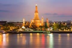 Ideia crepuscular da margem de Wat Arun Temple Foto de Stock Royalty Free