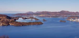 Ideia da área Ulsteinvik Noruega ocidental fotografia de stock royalty free
