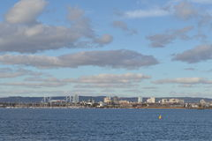 Ideia da baía de Cardiff e do estádio de milênio Fotografia de Stock