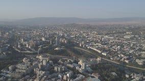 Ideia da capital de Georgia Tbilisi de uma altura video estoque
