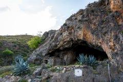 Ideia da entrada de uma grande caverna Foto de Stock Royalty Free