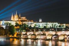 Ideia da noite do centro histórico de Praga imagem de stock