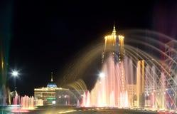Ideia da noite do lugar de Bayterek em Astana. Kazakhstan Imagens de Stock Royalty Free