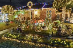 Ideia da noite do Natal bonito nos doces Cane Lane Foto de Stock Royalty Free