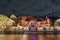 Ideia da noite do Natal bonito nos doces Cane Lane Fotografia de Stock Royalty Free