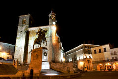 Ideia da noite do quadrado principal de Trujillo (Spain) Imagens de Stock