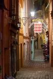 A ideia da noite iluminou a rua da cidade de Mônaco, Europa Foto de Stock