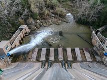 Ideia da parte mais inferior da represa de Regajo fotos de stock