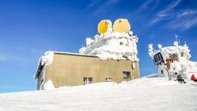 Ideia da parte superior de uma montanha no inverno fotografia de stock royalty free