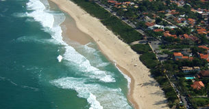 Ideia da praia de Itacoatiara da parte superior da montanha de Costao Imagens de Stock