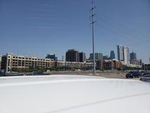 Ideia da rua I35 da skyline de Dallas Texas imagens de stock royalty free