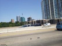 Ideia da rua I35 da skyline de Dallas Texas foto de stock