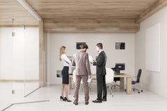 Ideia da sala de conferências com paredes de vidro e o cartaz horizontal Fotos de Stock