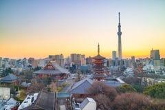 Ideia da skyline do Tóquio no crepúsculo fotografia de stock royalty free