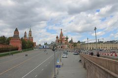 Ideia da torre de Spasskaya do Kremlin e do quadrado vermelho em Moscou R?ssia fotografia de stock