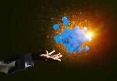 A ideia das novas tecnologias e da integração apresentou pela figura do cubo Foto de Stock Royalty Free