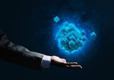 A ideia das novas tecnologias e da integração apresentou pela figura do cubo Fotografia de Stock Royalty Free