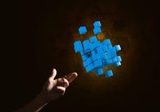 A ideia das novas tecnologias e da integração apresentou pela figura do cubo Fotos de Stock Royalty Free