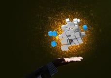 A ideia das novas tecnologias e da integração apresentou pela figura do cubo Imagens de Stock