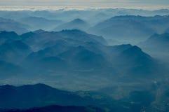 Ideia de escalas de montanhas dos múltiplos fotografia de stock
