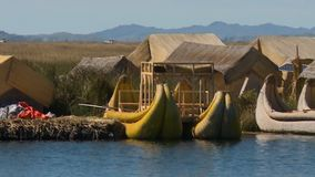 Ideia de flutuar Uros Village, lago Titicaca, Peru vídeos de arquivo