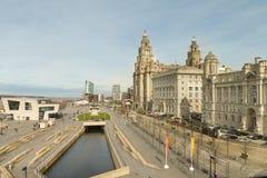 Ideia de Pier Head, da loja de Beatles e das três benevolências, Liverpool, Reino Unido Fotos de Stock