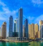 Ideia de surpresa da skyline de Dubai Marina Waterfront Skyscraper, residencial e de negócio no porto de Dubai, Emiratos Árabes U fotos de stock