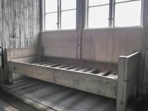 Ideia de um interior da cama de uma das casernas onde os prisioneiros vivem imagens de stock royalty free