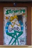 Ideia de uma arte da rua dos grafittis na parede de tijolo imagens de stock royalty free