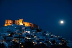 Ideia de uma noite em Astypalaia, uma ilha do Egeu da Lua cheia de Grécia Foto de Stock Royalty Free